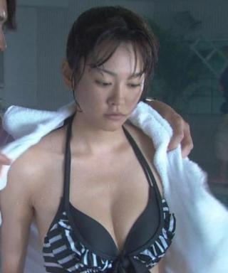 桐谷美玲水着、下着グラビアエロお宝画像6