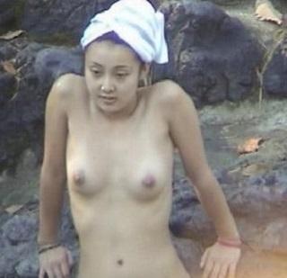 中越典子ヘアヌード入浴画像2-2