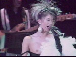 篠原涼子乳首ポロリ事故エロお宝画像