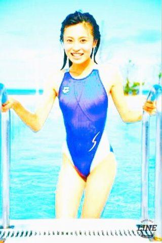 小島瑠璃子乳首透け水着エロお宝画 像