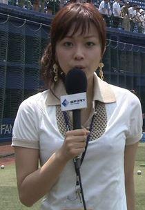本田朋子アナ!ジャイアンツナインの視線を釘付けにした美乳おっぱいのエロお宝画像th2