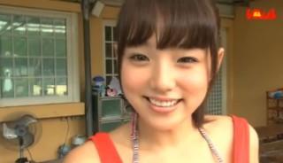 篠崎愛のおっぱいがポロリして乳首が写った画像ai13