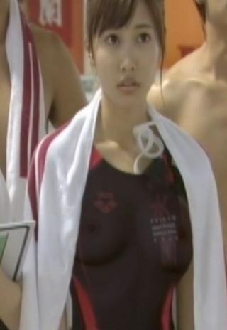 佐野ひなこ乳首が透けて見えるエロ画像