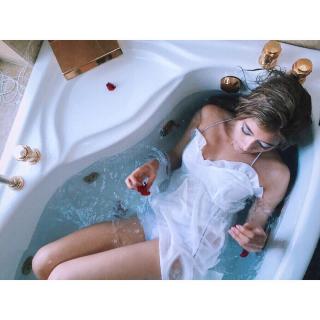 ローラ入浴エロお宝画像