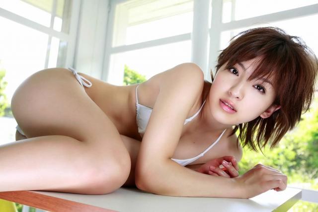 松井絵里奈の太ももがセクシー