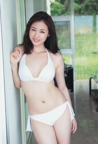 新井恵理那アナウンサーの水着画像