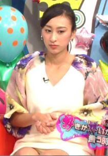浅田舞の陰毛が透けて見えるパンチラ放送事故エロ画像7