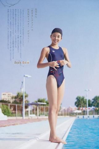 岡副麻希アナウンサーの水着画像