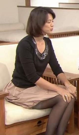 進藤晶子美脚太ももパンツ透け放送事故エロお宝画像