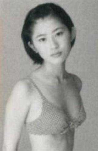 岡村仁美アナウンサーの水着画像