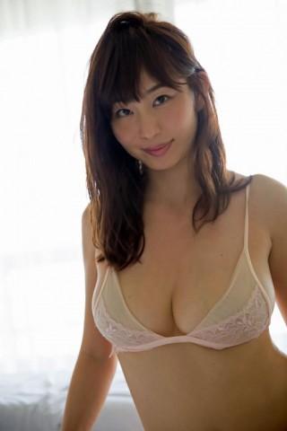 塩地美澄アナウンサーの水着画像