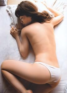 大島優子おっぱいの谷間胸チラリ手ぶらヌード水着エロお宝画像!