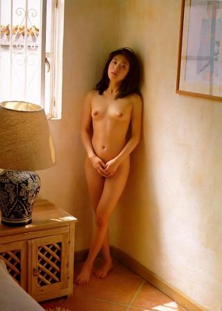 有沢妃呂子マンチラおっぱい丸出し全裸ヌードエロお宝画像!