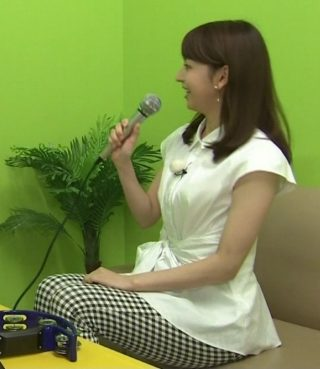 伊藤弘美アナのおっぱいの膨らみを感じるエロお宝画像